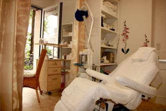Firma Nails by Linda - Profi Nageldesign und Kosmetik aus Muenchen